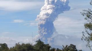 Ινδονησία: Έκρηξη ηφαιστείου στο νησί που «χτύπησε» ο σεισμός και το τσουνάμι