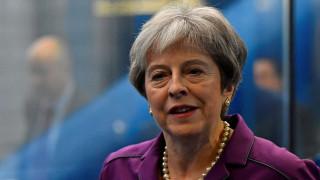 Brexit: Καλεί σε συσπείρωση τους Συντηρητικούς η Τερέζα Μέι