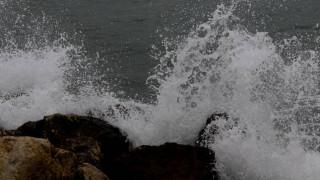 Καταστροφές σε παραλίες της Γλυφάδας μετά το σαρωτικό πέρασμα του «Ζορμπά»