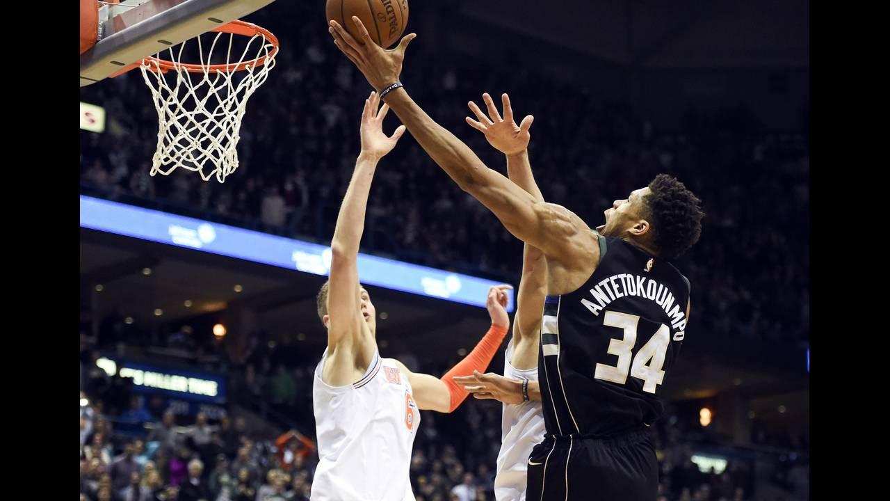 https://cdn.cnngreece.gr/media/news/2018/10/03/149375/photos/snapshot/2018-02-03T034420Z_1419619697_NOCID_RTRMADP_3_NBA-NEW-YORK-KNICKS-AT-MILWAUKEE-BUCKS.JPG