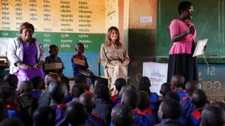 Μπάλες και βιβλία δώρισε η Μελάνια Τραμπ σε σχολείο στο Μαλάουι