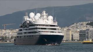 Το εντυπωσιακό κρουαζιερόπλοιο «Le Laperouse» έριξε άγκυρα στον Πειραιά
