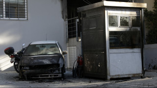 «Θα σε κάψουμε»: Απειλές κουκουλοφόρων κατά φρουρού του αστυνομικού τμήματος στην Πάτρα