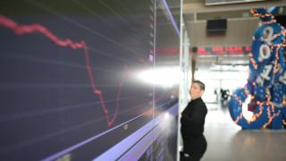 Χρηματιστήριο: Μαζικό ξεπούλημα σε τραπεζικές μετοχές και ομόλογα