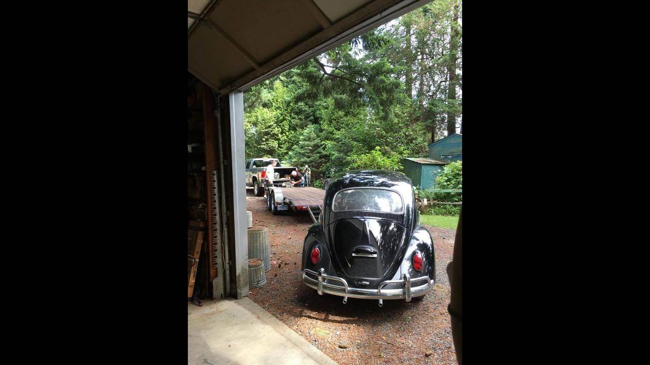 https://cdn.cnngreece.gr/media/news/2018/10/09/149984/photos/snapshot/VW-BEETLE-1964-23.jpg