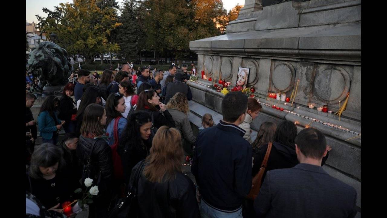 https://cdn.cnngreece.gr/media/news/2018/10/10/150129/photos/snapshot/2018-10-08T153756Z_896200008_RC146E98A0C0_RTRMADP_3_BULGARIA-MURDER-VIGIL.jpg