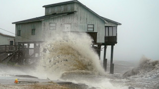 Στις ακτές της Φλόριντα το «μάτι» του κυκλώνα Μάικλ