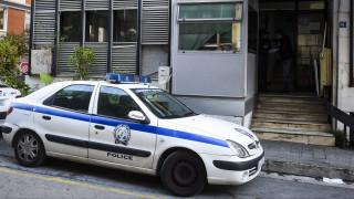 Άγριο έγκλημα στο κέντρο της Αθήνας: Του έκοψαν το λαιμό με σπασμένο μπουκάλι