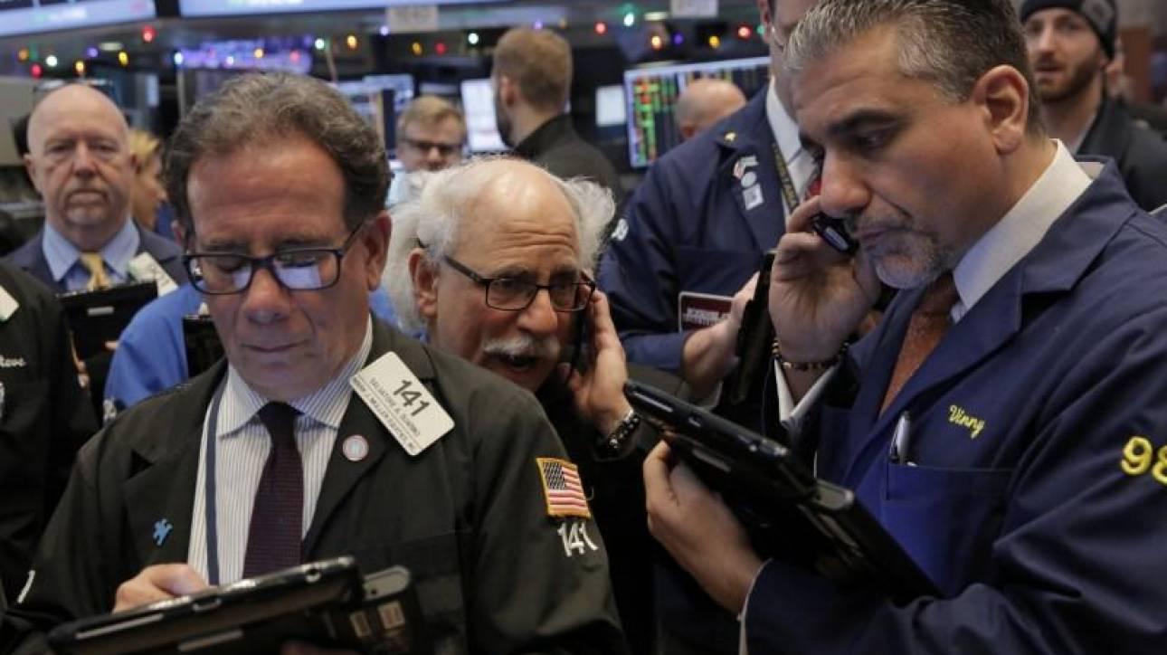 Μίνι «κραχ» στις διεθνείς αγορές: Sell-off στη Wall Street με «βουτιά» 831 μονάδων στον Dow Jones