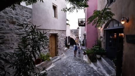 Μονεμβασιά: Η μικρή πόλη με τη μοναδική ιστορία και τη μαγευτική αύρα
