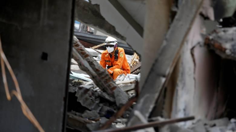 Ινδονησία: Σταματούν οι έρευνες, ενώ εξακολουθεί να αγνοείται η τύχη 5.000 ανθρώπων