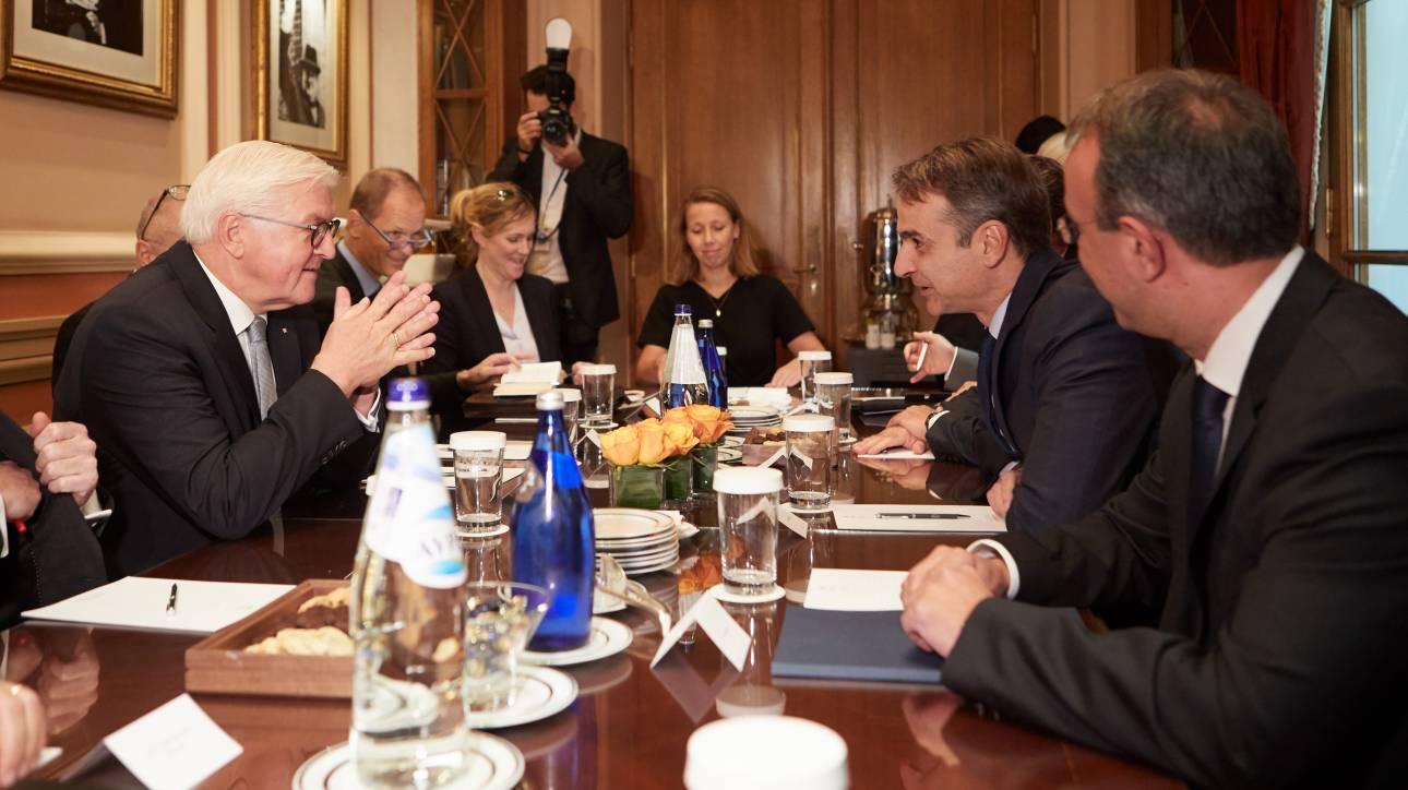Μητσοτάκης σε Σταϊνμάιερ: Ανατρέψτε το νόμο των ΣΥΡΙΖΑ - ΑΝ.ΕΛ. για την περικοπή των συντάξεων
