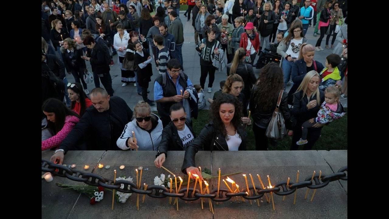 https://cdn.cnngreece.gr/media/news/2018/10/12/150436/photos/snapshot/2018-10-08T160732Z_370486024_RC1763AE03F0_RTRMADP_3_BULGARIA-MURDER-VIGIL.jpg