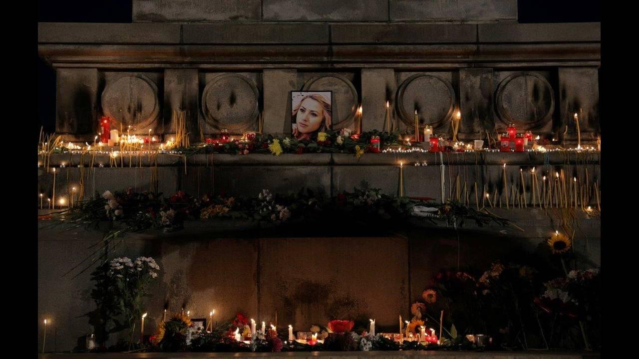 https://cdn.cnngreece.gr/media/news/2018/10/12/150436/photos/snapshot/2018-10-08T162556Z_848669918_RC11C2928530_RTRMADP_3_BULGARIA-MURDER-VIGIL.jpg