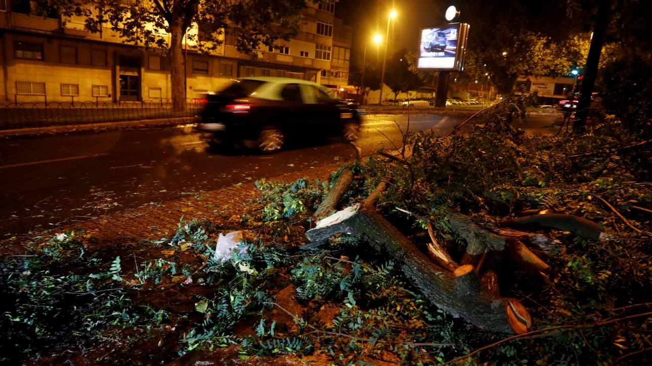 O κυκλώνας Λέσλι «σαρώνει» την Πορτογαλία – Live η πορεία του