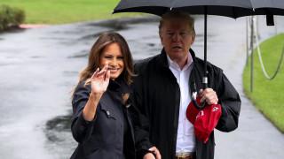 Ο Ντόναλντ και η Μελάνια Τραμπ επισκέπτονται τις περιοχές που έπληξε ο κυκλώνας Μάικλ