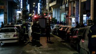 Καταδρομική επίθεση στο αστυνομικό τμήμα Ομόνοιας – Τραυματίστηκαν τέσσερις αστυνομικοί