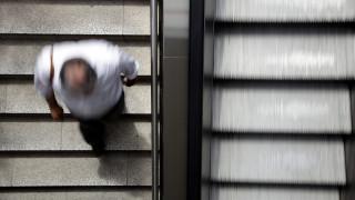 Τραγωδία στη Νέα Υόρκη: Πέθανε όταν η μπλούζα του πιάστηκε στις κυλιόμενες σκάλες του Μετρό