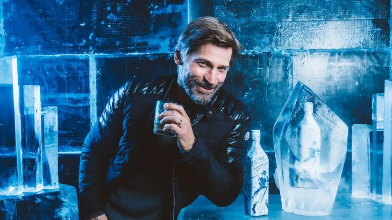 Πρωταγωνιστής του GOT απολαμβάνει το νέο συλλεκτικό whisky White Walker by Johnnie Walker