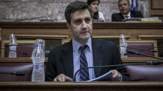Δεν «ψαλιδίζει» τις προβλέψεις για το δημοσιονομικό χώρο η κυβέρνηση