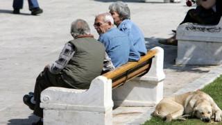 Έως 1,4 εκατ. θα συρρικνωθεί ο πληθυσμός της Ελλάδας μέχρι το 2035 και έως 2,5 εκατ. το 2050