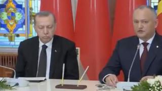 O Ερντογάν αποκοιμήθηκε κατά τη διάρκεια συνέντευξης Τύπου