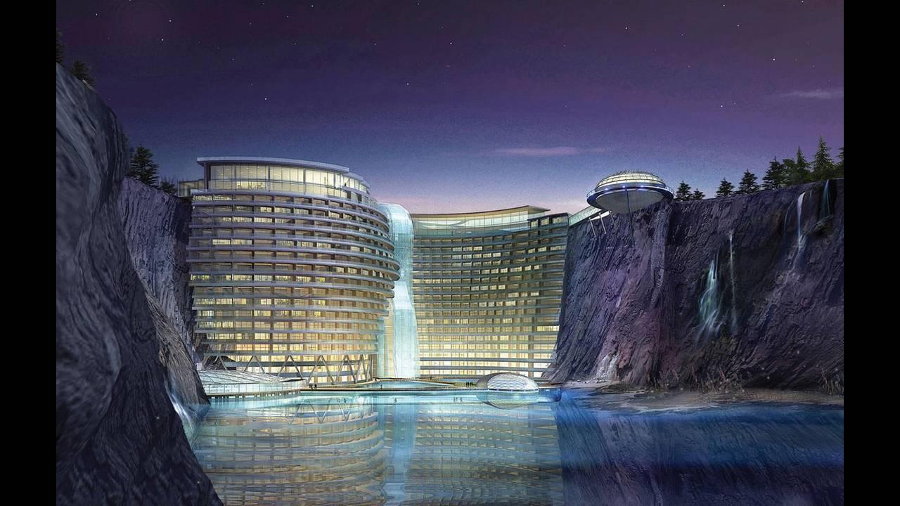 https://cdn.cnngreece.gr/media/news/2018/10/19/151315/photos/snapshot/Groundscraper-Hotel-Shimao-Shanghai_2.jpg