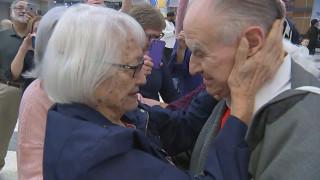 Στα 93 της βρήκε τη χαμένη οικογένειά της
