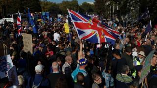 Χιλιάδες Βρετανοί στους δρόμους του Λονδίνου υπέρ ενός νέου δημοψηφίσματος για το Brexit