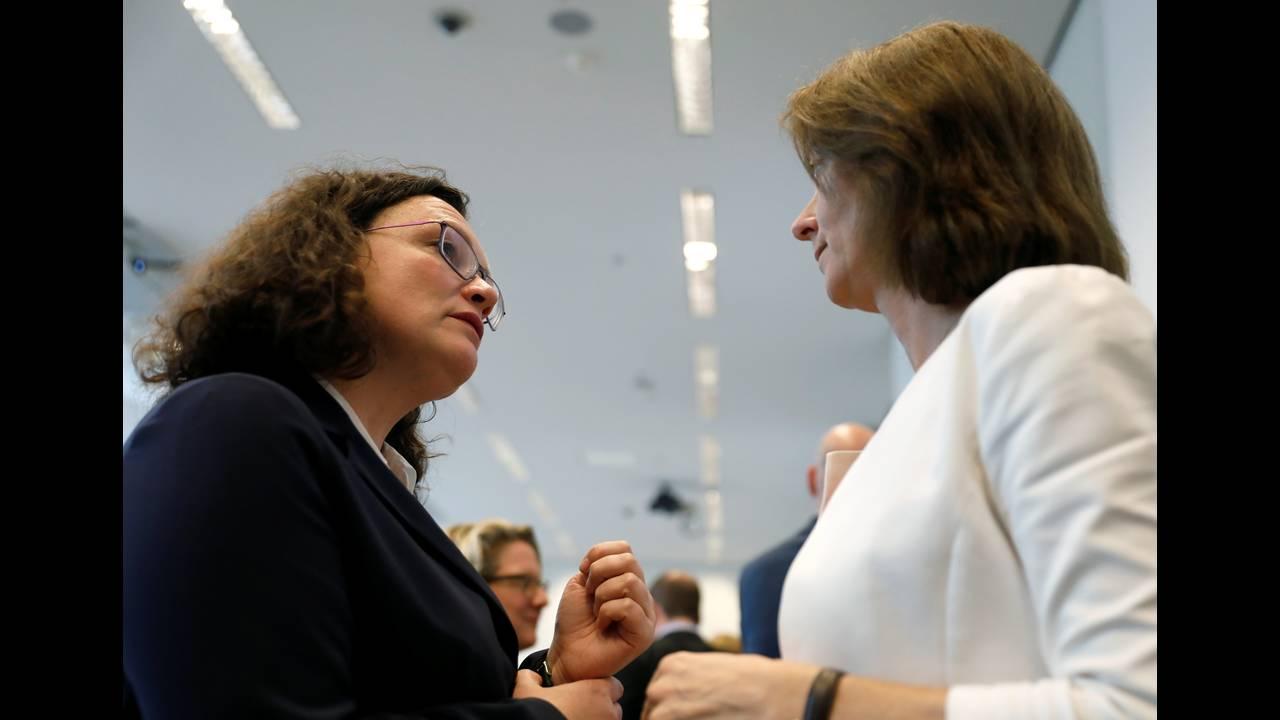 https://cdn.cnngreece.gr/media/news/2018/10/20/151451/photos/snapshot/2018-10-16T132544Z_220503658_RC183F26C8E0_RTRMADP_3_GERMANY-POLITICS-SPD.JPG