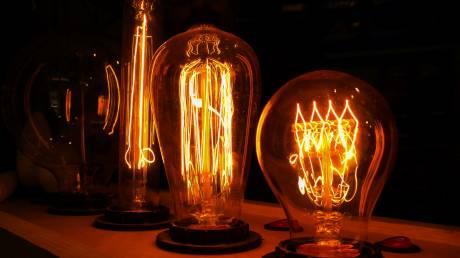 «Δώρα» στους καταναλωτές από εταιρείες που προμηθεύουν ενέργεια