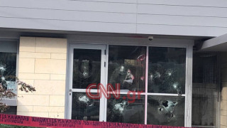 Ρουβίκωνας: Η στιγμή της επίθεσης στην πρεσβεία του Καναδά