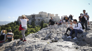 Διογκώθηκε το έλλειμμα τρεχουσών συναλλαγών παρά τις αυξημένες τουριστικές εισπράξεις