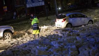 Σφοδρή κακοκαιρία στη Ρώμη: Χαλάζι κάλυψε αυτοκίνητα και δρόμους