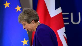 Brexit: Τη στήριξη των «ανταρτών» Συντηρητικών ζητά η Μέι