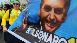 Τα έβαλε με τον γιο του ο Μπολσονάρου - Απείλησε ότι ο στρατός θα κλείσει το Ανώτατο Δικαστήριο