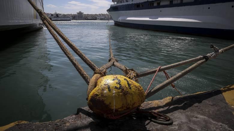 Στα Βαρέα και Ανθυγιεινά οι εργαζόμενοι στις προβλήτες 2 και 3 στο λιμάνι του Πειραιά