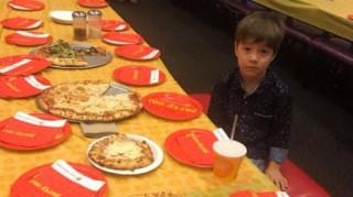 Κανείς δεν εμφανίστηκε στα γενέθλια αυτού του 6χρονου αγοριού, όμως έγινε viral