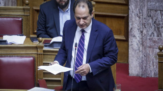 Άγριο κόντρα Σπίρτζη - Μανιάτη στη Βουλή
