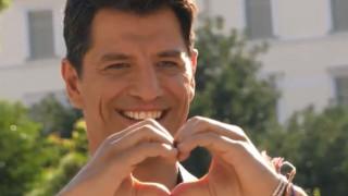 Tο backstage βίντεο του Σάκη Ρουβά για την «Ομάδα Προσφοράς ΟΠΑΠ»