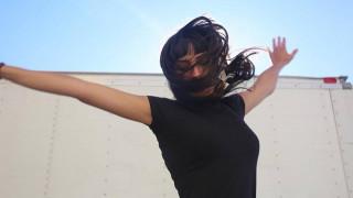 Η χορεύτρια - σάιμποργκ που εντοπίζει τους σεισμούς