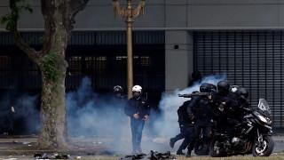 Αργεντινή: Πλαστικές σφαίρες και δακρυγόνα κατά χιλιάδων διαδηλωτών