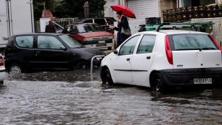 Κως: Αυτοκίνητα παρασύρθηκαν από χείμαρρο εξαιτίας της βροχής