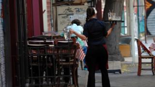 Πωλητές και σερβιτόροι τα επαγγέλματα με τη μεγαλύτερη ζήτηση στην Ελλάδα