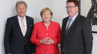 Μπάρτλε: Η Μέρκελ μιλά τακτικά με τον Τσίπρα, η Ελλάδα θα τα καταφέρει