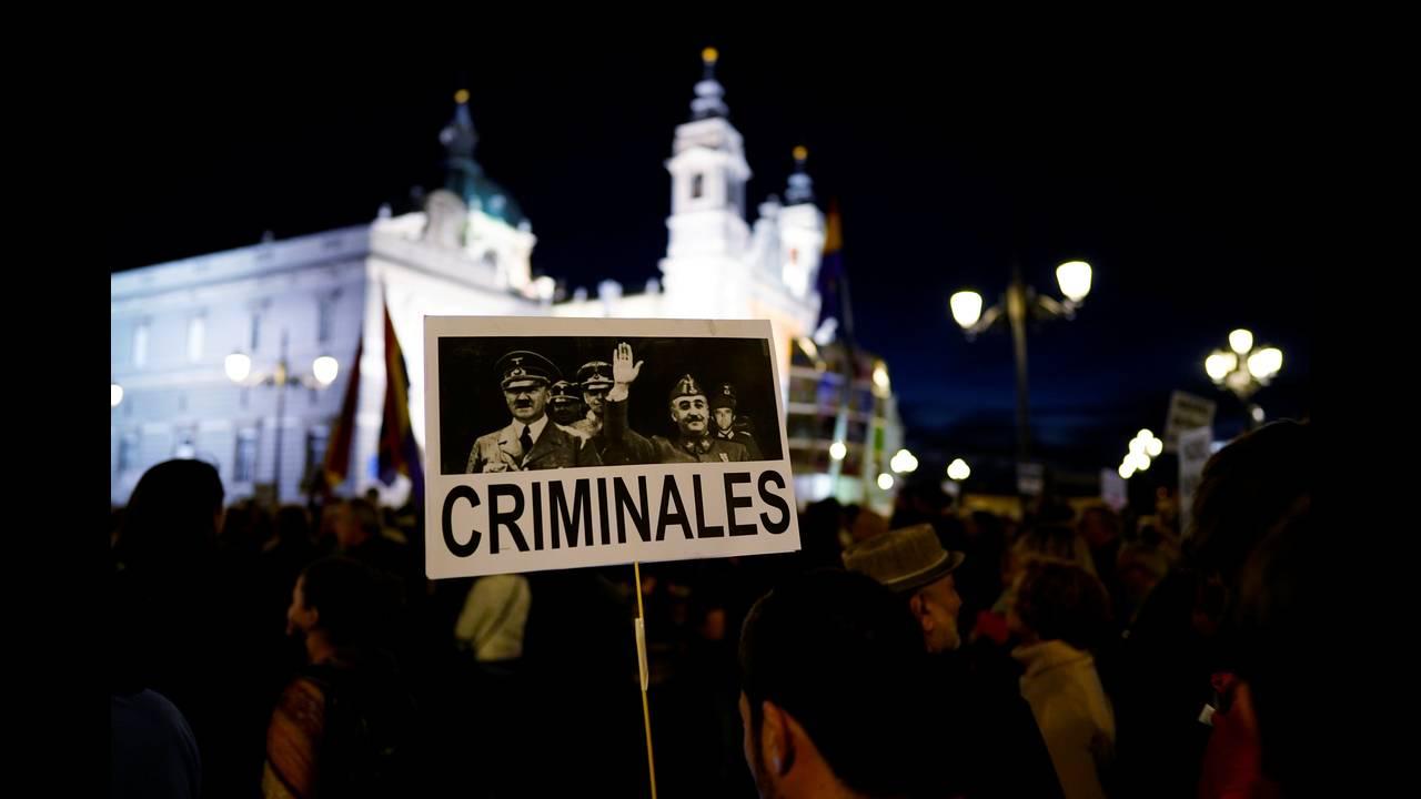 https://cdn.cnngreece.gr/media/news/2018/10/26/152172/photos/snapshot/2018-10-25T191118Z_1964740099_RC1D0E471600_RTRMADP_3_SPAIN-POLITICS-FRANCO.JPG
