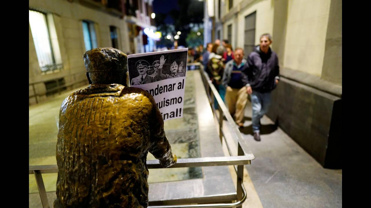 https://cdn.cnngreece.gr/media/news/2018/10/26/152172/photos/snapshot/2018-10-25T191751Z_471486422_RC150E466380_RTRMADP_3_SPAIN-POLITICS-FRANCO.JPG