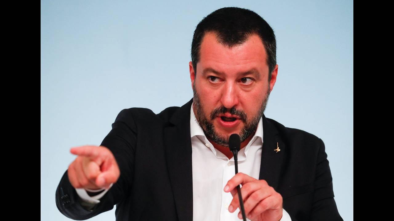 https://cdn.cnngreece.gr/media/news/2018/10/26/152259/photos/snapshot/2018-09-24T123426Z_1670662791_RC11DCD308F0_RTRMADP_3_ITALY-POLITICS-IMMIGRATION-SECURITY.jpg