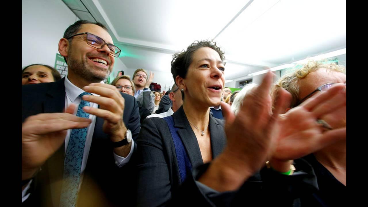 https://cdn.cnngreece.gr/media/news/2018/10/28/152473/photos/snapshot/2018-10-28T170746Z_1960261093_RC16FDF37B70_RTRMADP_3_GERMANY-POLITICS-HESSE-REACTIONS.jpg