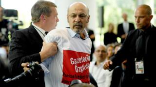 Γερμανία: Με απέλαση κινδυνεύει ο δημοσιογράφος που διαμαρτυρήθηκε στην επίσκεψη Ερντογάν